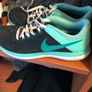 Nike 8.5 running shoes
